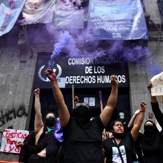 mujeres en lucha, mexico, mujeres, manifestaciones, okupa, alerta, feminicidios, mujeres
