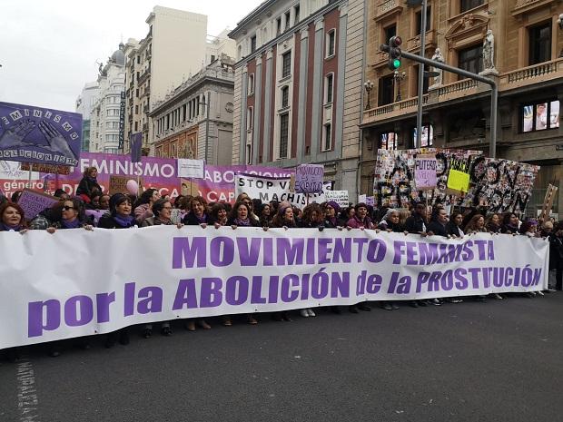 abolición, prostitución, feminismo, mujeres en lucha, feministas, trans, pancartas, agresion
